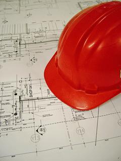 Bauplan und Bauhelm