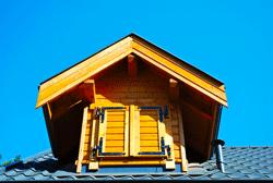 schräges Dach mit Gaube
